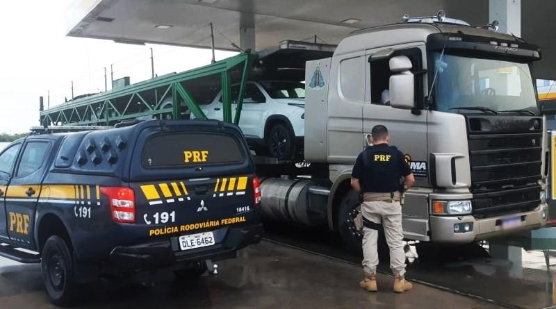 Motorista de caminhão cegonha é preso pela PRF após causar acidente e omitir socorro