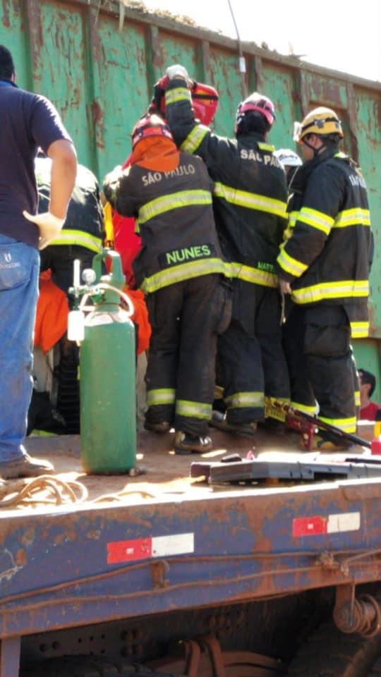 Caminhoneiro é resgatado após 6 horas presos às ferragens após acidentem em Cafelândia (SP)