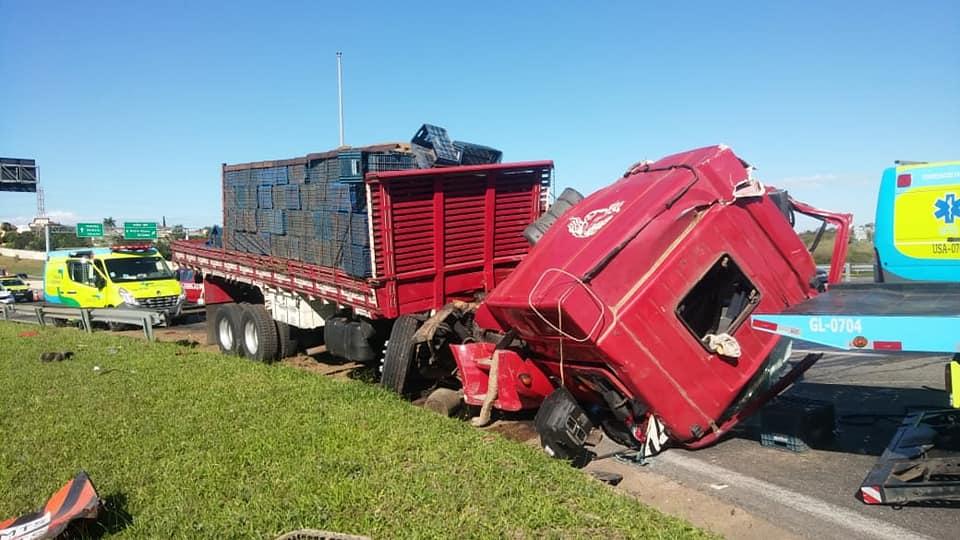 Caminhoneiro de 38 anos morre em colisão na na Rodovia Dom Pedro