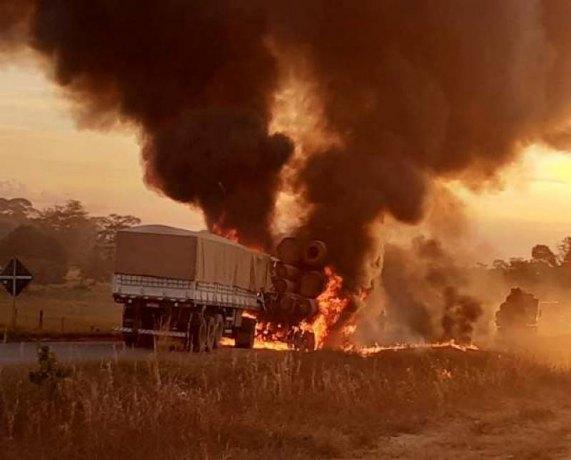 Caminhoneiro salva motorista após acidente com incêndio na BR-174