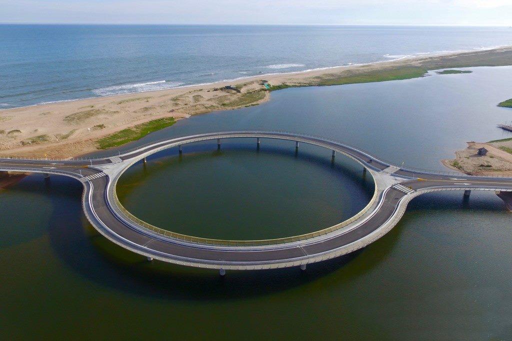 Conheça a incrível ponte Laguna Garzon, no Uruguai