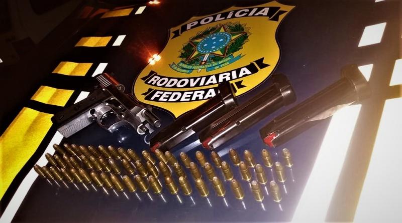 Empresário que procurava ladrão de carga é preso pela PRF por porte ilegal de arma
