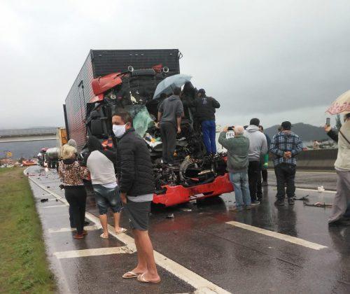 https://independente.com.br/caminhoneiro-de-lajeado-se-envolve-em-grave-acidente-de-transito-na-br-101-em-santa-catarina/