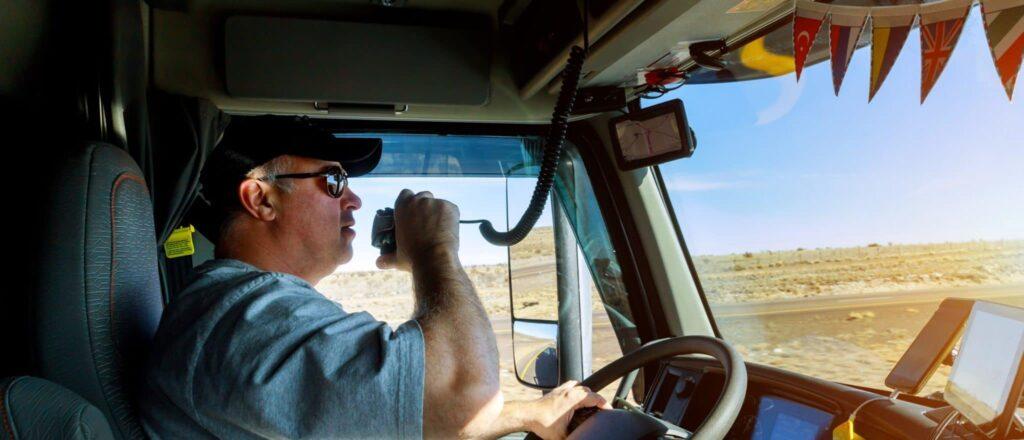 Camioneiro ou caminhoneiro; qual a forma correta