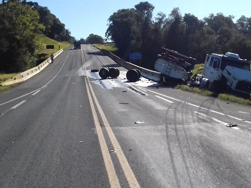 Condutora inabilitada causa grave acidente com carreta na BR-277