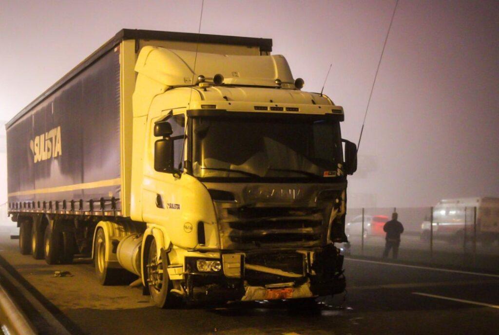 Delegado da Polícia Civil afirma que caminhoneiro não teve como evitar engavetamento na BR-277