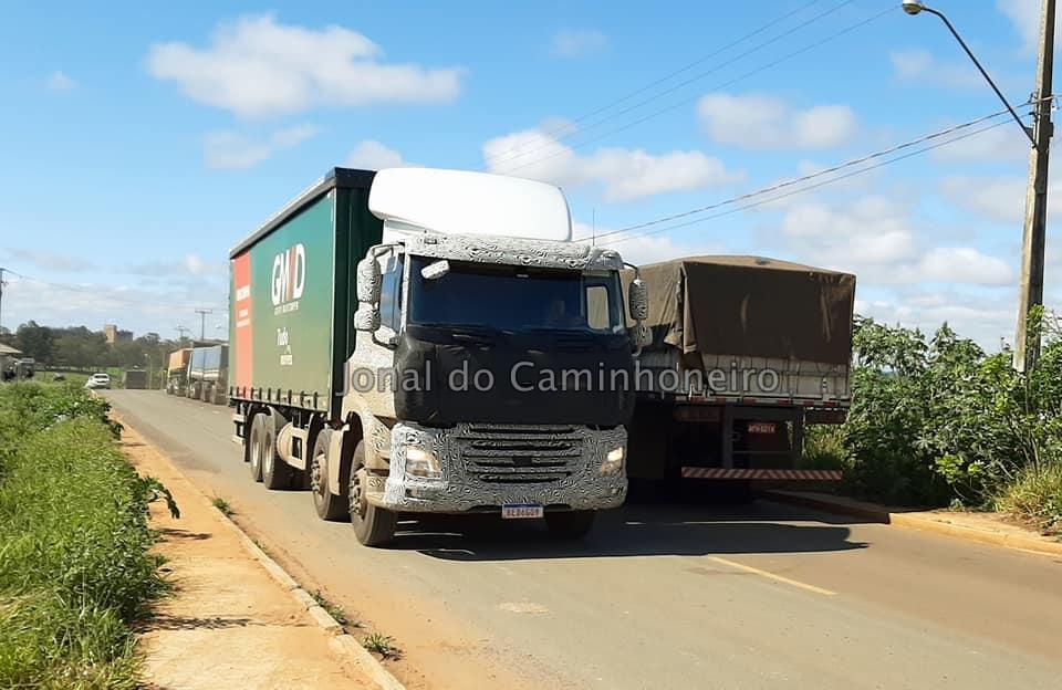 Novo DAF CF 410 Bitruck 8x2 é flagrado já em testes no Brasil - jornal do caminhoneiro, jornal caminhoneiro