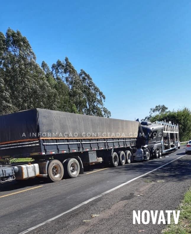 Três caminhões se envolvem em acidente na BR-153