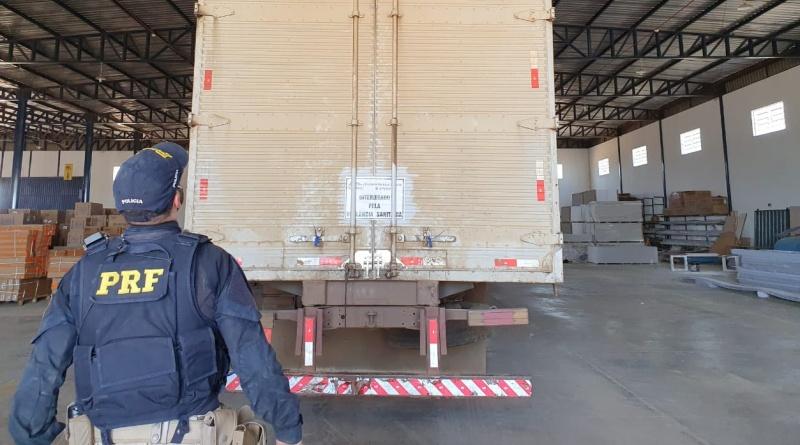 Transportadora é flagrada transportando baterias automotivas e medicamentos no mesmo compartimento