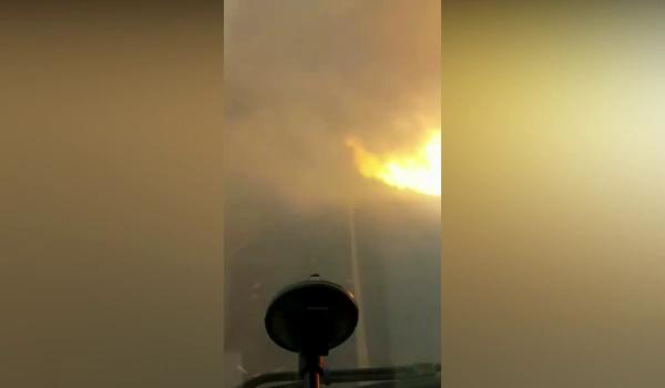 Vídeo mostra o desespero de caminhoneiros presos em meio às chamas da SP-425