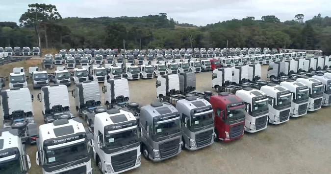 Começa a falta caminhões no Brasil e preços disparam