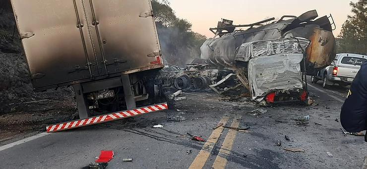 A caminhoneira Carla Giovana Alvarez, 40 anos, morreu em um grave acidente na madrugada desta terça-feira (13), na BR-290, em Santa Margarida do Sul, região central do Rio Grande do Sul.