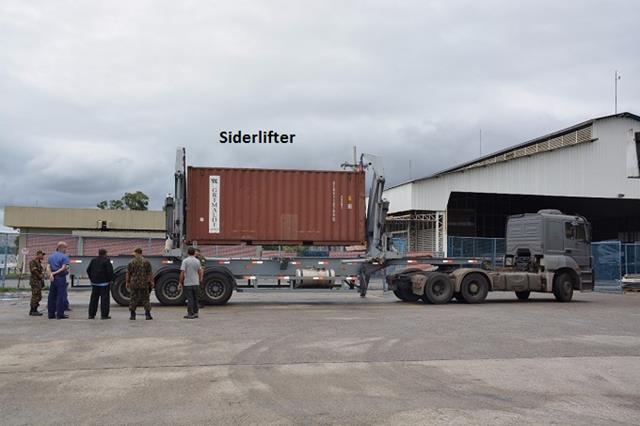 "Conheça a carreta ""Siderlifter"" que descarrega container sozinha"