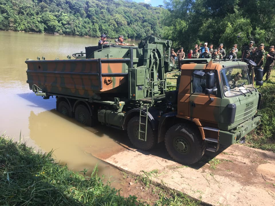 Conheça os caminhões que o Exército Brasileiro utiliza: