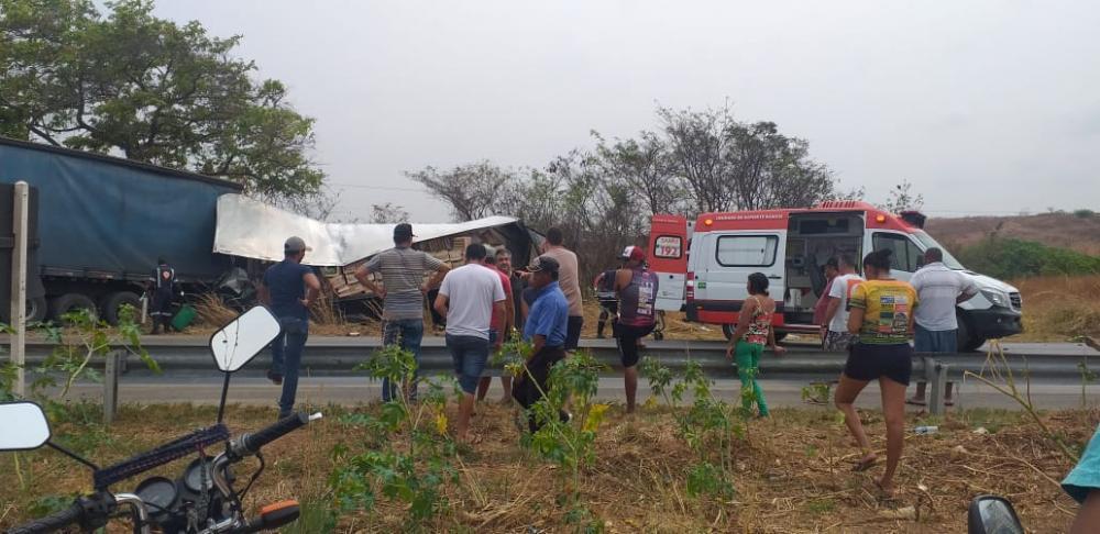 Jovem caminhoneiro de 21 anos morre após colidir na traseira de carreta na BR-251MG