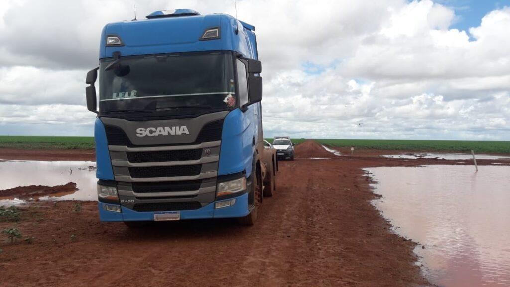 Polícia Militar recupera caminhão roubado com 2 meses de uso no MT