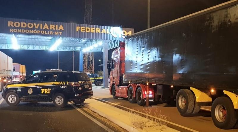 """Scania Edição """"Heróis da Estrada"""" é apreendida acoplada em carreta adulterada"""