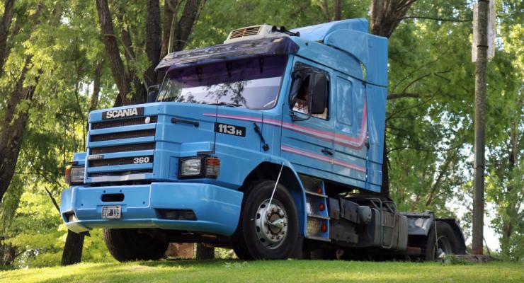 Você sabia Maradona utilizava um caminhão Scania 113H para driblar imprensa