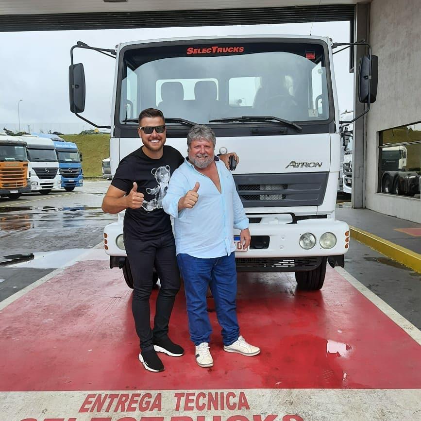 Zé Neto compra seu primeiro caminhão