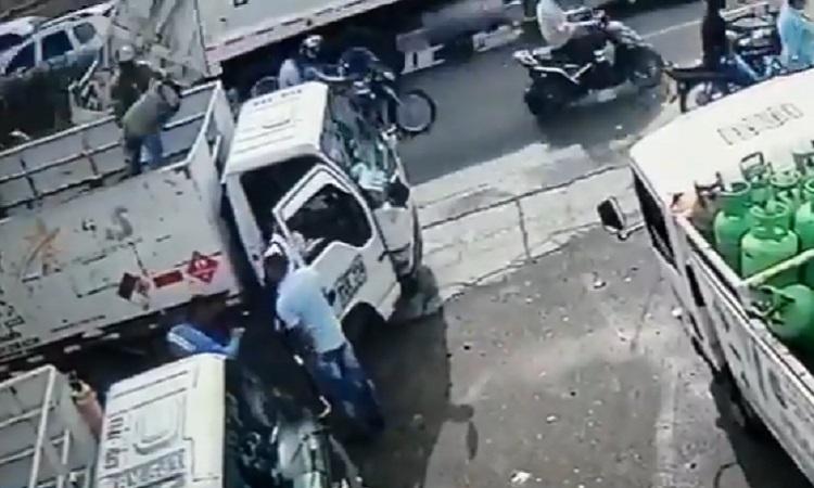 Assaltante é atingido por botijão de gás após anunciar assalto