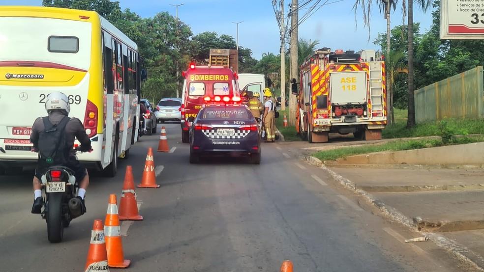 Caminhoneiro morreu ao ser atingido por rampa da carreta no DF