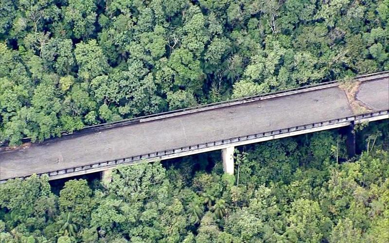 A história dos dois viadutos abandonados há 40 anos em meio à Serra do Mar
