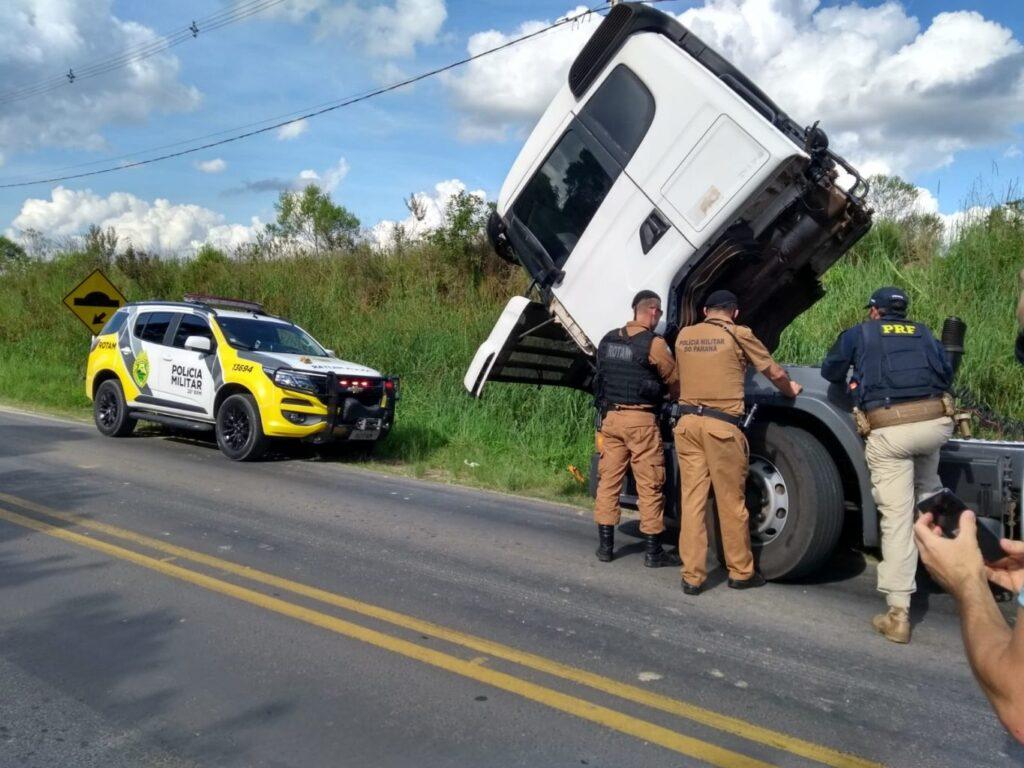 PM e PRF recuperam caminhão clonado oriundo de furto no Paraná